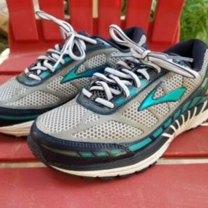 Brooks Dyad running shoes 7 extra wide 2e